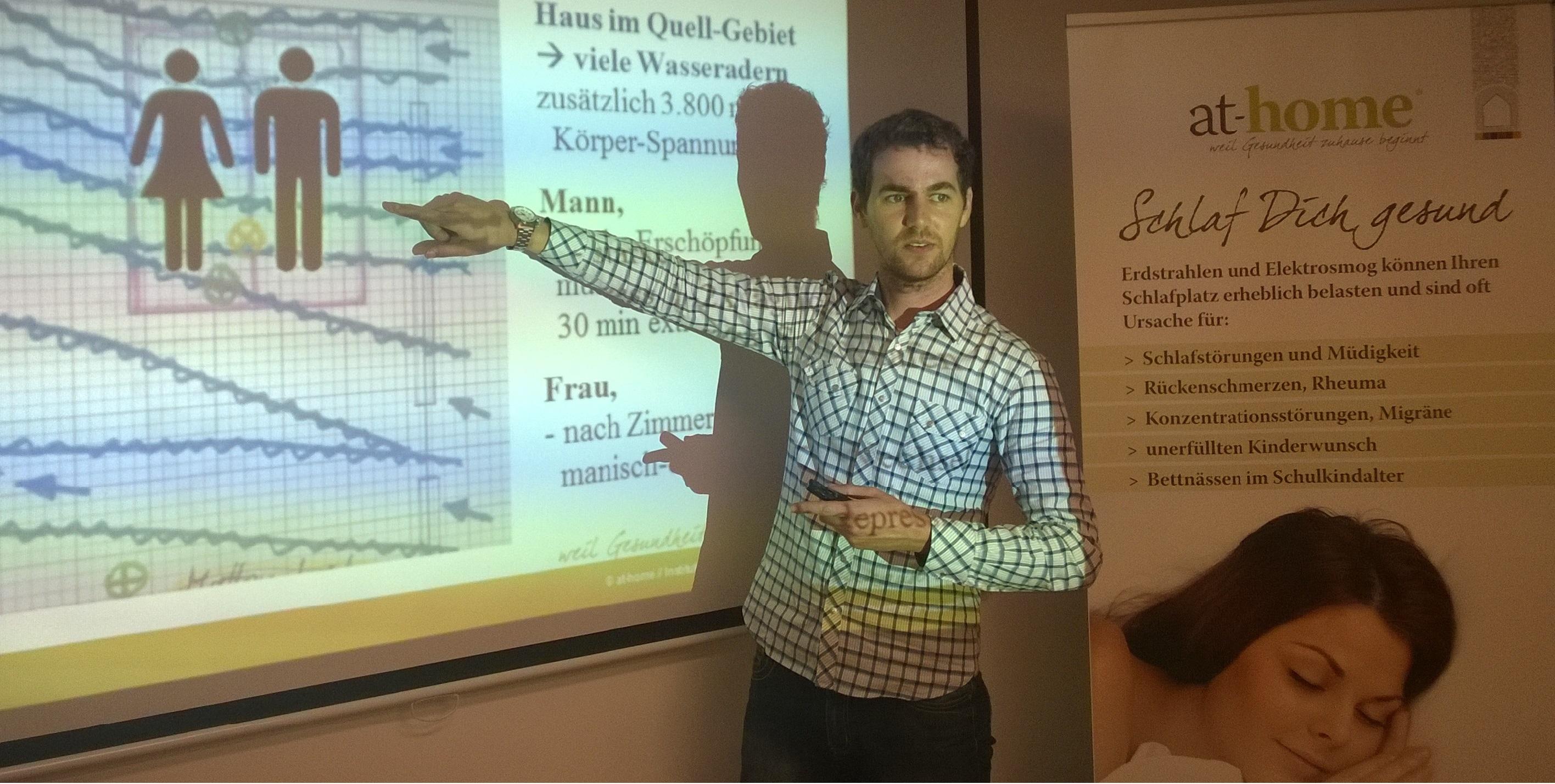 at-home Experte Dirr als Referent beim Informations-Vortrag